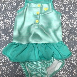 Carters baby girl onesie size:12 Months